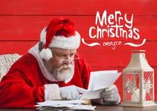 Bokstav för Santa Claus läs- julönska Arkivfoton