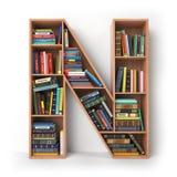 bokstav n Alfabet i form av hyllor med böcker som isoleras på Arkivbild