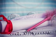 Bokstav till Santa Claus With Christmas Background And kopieringsutrymme royaltyfria bilder