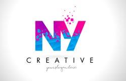 Bokstavslogo för NY N Y med splittrad bruten blå rosa färgtextur Desig Royaltyfria Bilder