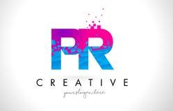 Bokstavslogo för PR P R med splittrad bruten blå rosa färgtextur Desig Arkivbilder