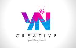 Bokstavslogo för YN Y N med splittrad bruten blå rosa färgtextur Desig Arkivbilder