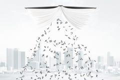Bokstäver faller från boken på stadsbakgrund Royaltyfri Bild