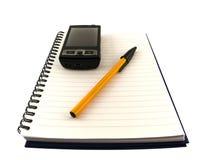 Bolígrafo del teléfono móvil y del Biro en la libreta fotografía de archivo libre de regalías