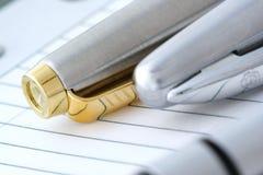 Bolígrafo en el cuaderno Imágenes de archivo libres de regalías