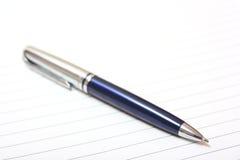 Bolígrafo en el papel Fotografía de archivo