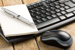 Bolígrafo Memobook del ratón del teclado de ordenador Fotos de archivo