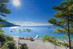 Bol ö av Brac, Kroatien - Juli 18, 2016: Zlatni tjaller stranden Royaltyfria Bilder