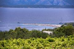 Bol ö av Brac, Kroatien - Juli 23, 2016: Zlatni tjaller stranden Royaltyfria Bilder