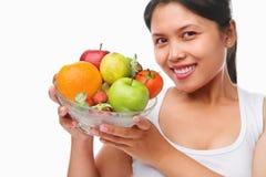 Bol asiatique de fixation de femme de fruits Photographie stock libre de droits