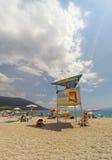 BOL, BRAC, CROACIA - 3 DE AGOSTO: Playa apretada de la rata de Zlatni en Augu Fotografía de archivo libre de regalías