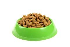 Bol complètement d'aliments pour chats Photographie stock