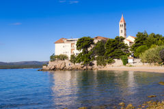 Bol, Croacia, playa en el monasterio dominicano viejo, Bol, isla de Brac, Croacia Foto de archivo libre de regalías