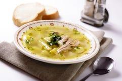 Bol délicieux de soupe à poissons photo libre de droits