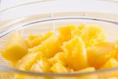 Bol d'un ananas coupé en tranches Images libres de droits