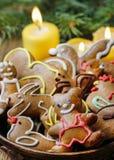 Bol de biscuits de pain d'épice Photo libre de droits