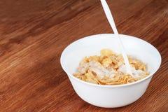 Bol de cornflakes avec du lait Photo libre de droits