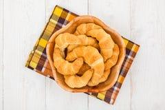 Bol de croissants Image libre de droits