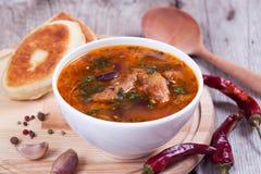 Bol de haricot de soupe à tomate Photographie stock
