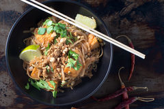 Bol de nouilles végétariennes thaïlandaises de protection Photo libre de droits