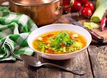Bol de potage aux légumes Photo libre de droits