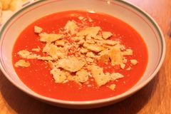 Bol de potage de tomatoe Photos stock