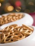 Bol de pretzels salés photo stock