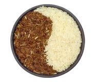 Bol de riz brun et blanc Photos stock