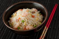 Bol de riz de friture de Stir de crevette photo stock