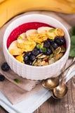 Bol de smoothie de petit déjeuner Images stock