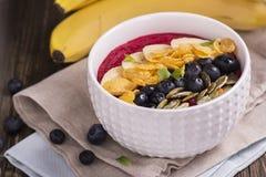 Bol de smoothie de petit déjeuner Photographie stock libre de droits