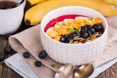 Bol de smoothie de petit déjeuner Image libre de droits
