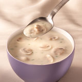 Bol de soupe à champignons Image libre de droits