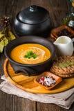 bol de soupe crémeuse faite maison à potiron Photo stock