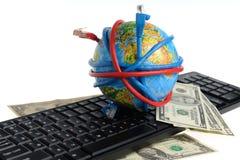 Bol door draden, dollars op het toetsenbord wordt gerold dat Royalty-vrije Stock Foto
