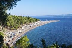 Bol, Eiland Brac, Kroatië - Augustus 15, 2011: Het strand van de Zlatnirat Royalty-vrije Stock Foto