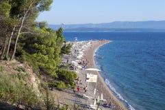 Bol, Eiland Brac, Kroatië - Augustus 15, 2011: Het strand van de Zlatnirat Stock Afbeeldingen