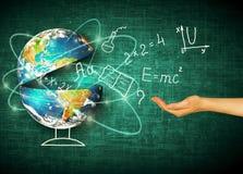 Bol en symbolen van de school Onderwijs concept Illustratie 3d van onderwijsconcept Formules, tekeningen en Royalty-vrije Stock Fotografie