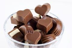 Bol en verre de chocolats images libres de droits