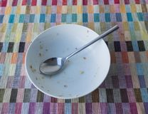 Bol et cuillère de céréale Image stock