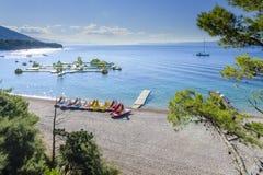 Bol, isla de Brac, Croacia - 18 de julio de 2016: Playa de la rata de Zlatni Imagenes de archivo
