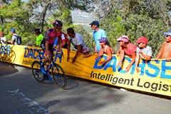 Bol Jeste som hurras på av loppet för folkmassaLaVuelta España cirkulering fotografering för bildbyråer