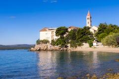 Bol, Kroatien, Strand am alten dominikanischen Kloster, Bol, Insel von Brac, Kroatien Lizenzfreies Stockfoto