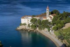 Bol, Kroatien, Strand am alten dominikanischen Kloster, Bol, Insel von Brac, Kroatien Stockbild