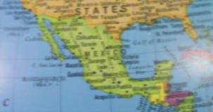 Bol met kaart van het land van Verenigde Staten stock videobeelden