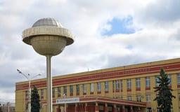 Bol op de achtergrond van het gebouw, Voronezh Stock Foto