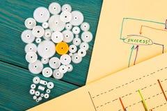 bol uit de toestellen en de schetsen van grafieken wordt samengesteld die Stock Foto's