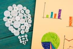 bol uit de toestellen en de schetsen van grafieken wordt samengesteld die Stock Fotografie