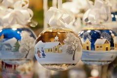 Bola adornada de la Navidad Imágenes de archivo libres de regalías