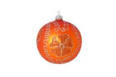 Bola anaranjada de la Navidad aislada Imagenes de archivo